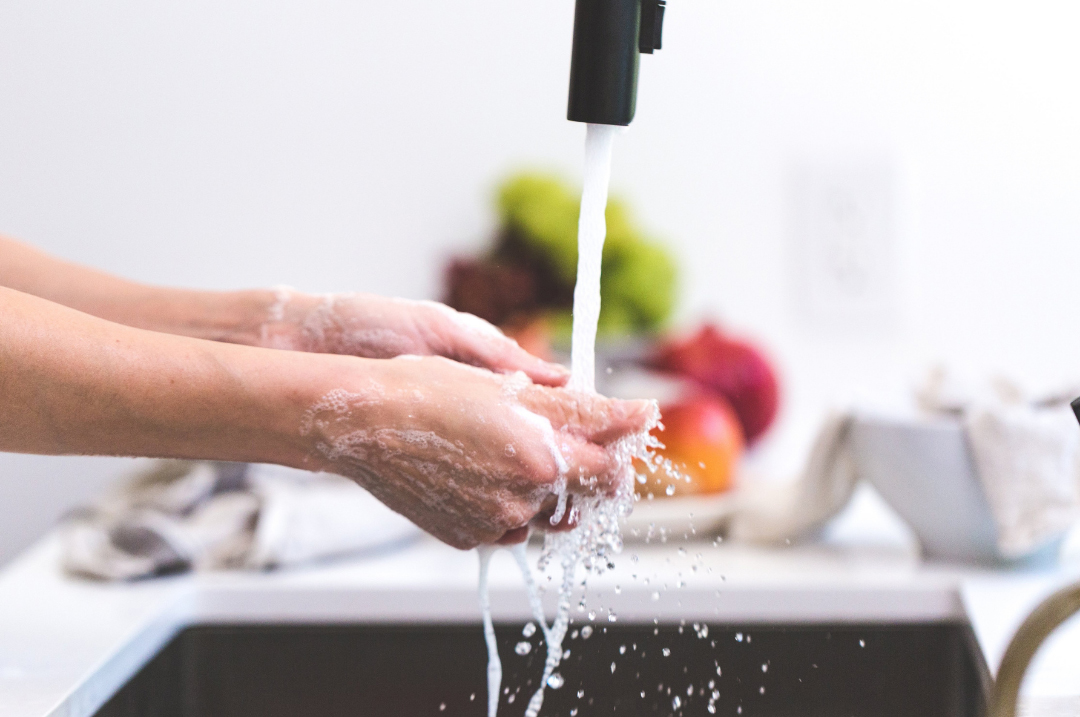 washing-hands-in-sink
